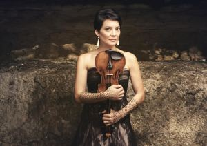 Anne Akiko Meyers. Photo by Molina Visuals.