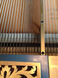 The dampers under the strings in Gajić's Érard piano.