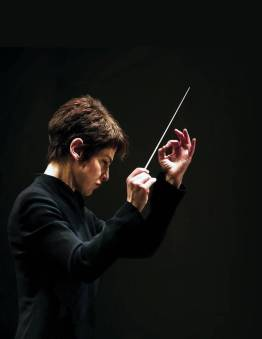 Laura Jackson conducting