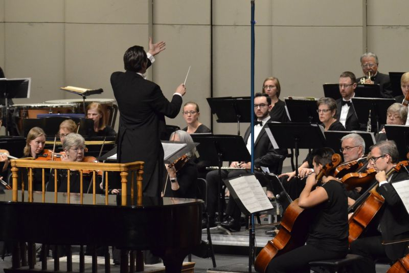 Elliot Moore with the Longmont Symphony_preview