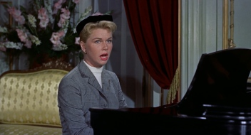The_Man_Who_Knew_Too_Much_trailer_screenshot_Doris_Day_Que_Sera,_Sera